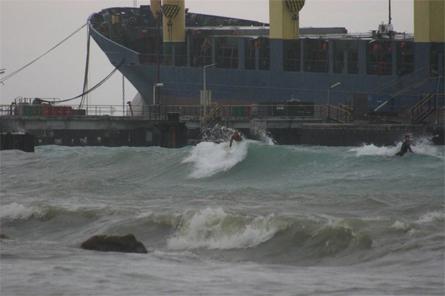 Anneke van Sluis - Een surfer met lef bij de Caracasbaai