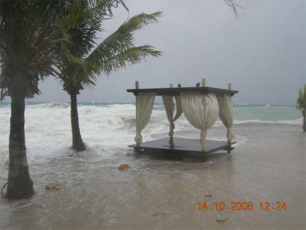 Fanny van Grieken - Het strandbed van Jan Thiel Beach staat er nog wel