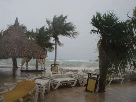 Helen Munstra - De 'dam' van strandstoelen voor Zanzibar