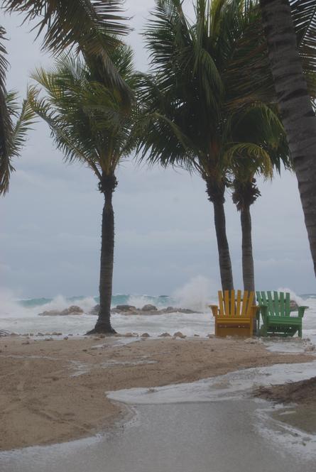 Redactie Versgeperst - Noodweer bij Seaquarium Beach