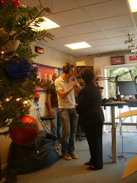 Emily geeft startsein voor 'ieder kind een kerstcadeau'