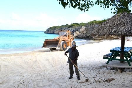 Curacao Nieuws - Stranden opknappen
