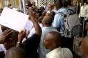 Versgeperst.com werk Versgeperst sgtk protest NIEUWS Isla garantie eisen Curaçao Alcides Cova  6322752296 d1ba6b8a1a o 127x85
