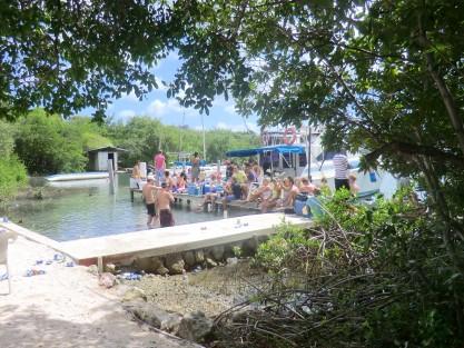 Versgeperst.com watertaxi vol versgerst.com Kustwacht Fuikdag feest Curaçao controle baai  wachten2 417x313