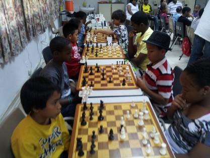 Versgeperst.com Versgeperst SPORT scholieren schaaktoernooi Curaçao  schaken2 417x313