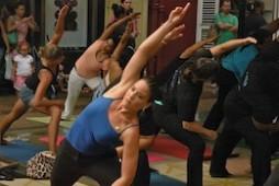 yoga flashmob Eva Henriquez