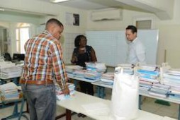 Versgeperst.com Versgeperst schoolboeken NIEUWS levering irene dick Curaçao  schoolboeken levering 254x170